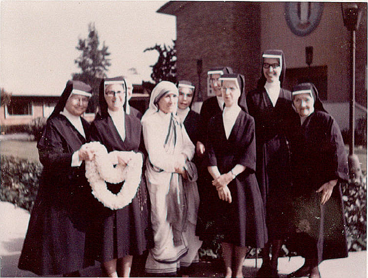 Mother_Teresa_at_Maryvale_1973.png